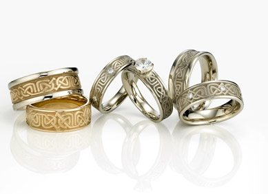 Artistic Labyrinth Engagement Wedding Rings For A